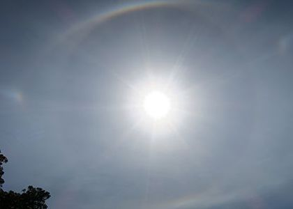 Photograph of the Sun with a 22 degree halo, sundogs and a parhelic circle.
