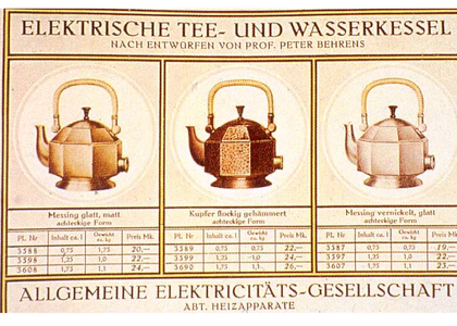 A page from an AEG catalogue showing variations on a theme – consumers were able to customise their kettle purchase by choosing from three shapes, sizes and finishes. (from T. Buddensieg, ed., Industrie-kultur, courtesy Gebr, Mann Verlag, Berlin.)