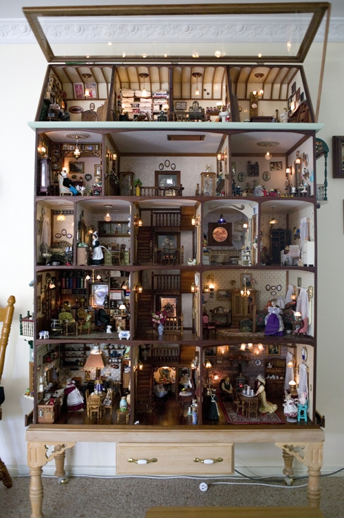 Bosdyk Dollhouse showing miniature rooms and figures within