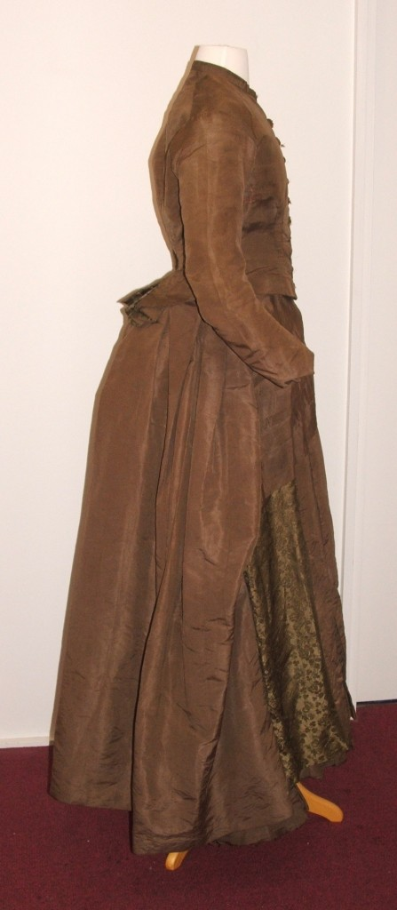 Sideview of Maria Harpers wedding dress, 1883