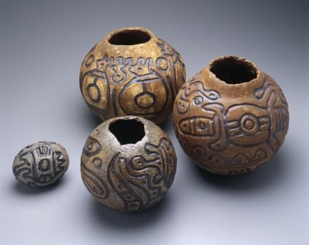 Photograph of 4 stoneware pots