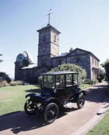 Detroit Electric Car parked outside the Sydney Observatory