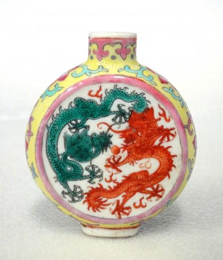 Snuff bottle, famille-rose enamelled porcelain