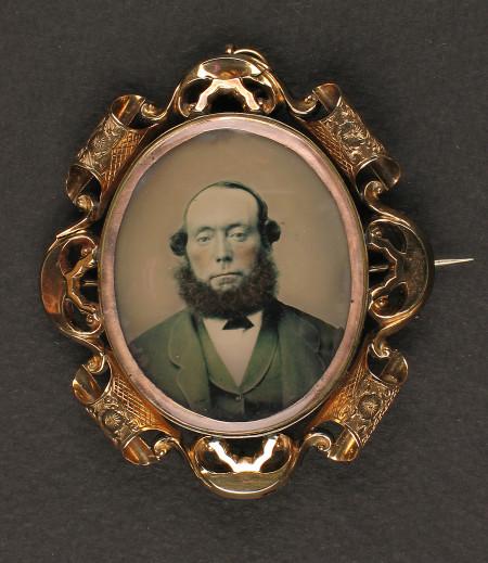 Photograph in brass broach